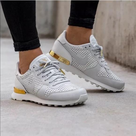 Iluminar Desagradable Cuota de admisión  Nike Shoes | Womens Nike Internationalist Premium Qs Sneakers | Poshmark
